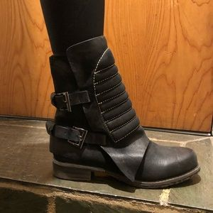 Black Combat Boots, once worn, in great condition
